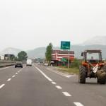 Ako na autoput mogu zaprežna kola, zašto ne i traktor?